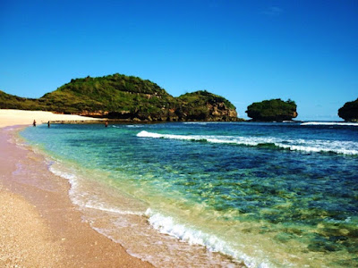 Pesona Pantai Watu Karung
