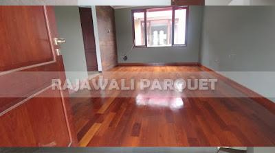 tampilan rumah menggunakan parket kayu Merbau