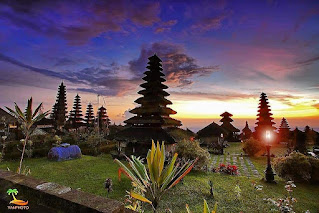pura hindu terbesar di indonesia