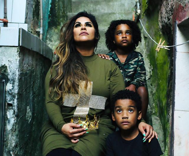 Da ROCINHA com ME RENDO A TUA GLÓRIA de Michelle Nascimento