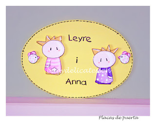 placa de puerta infantil moderna gemelas Leire i Anna babydelicatessen