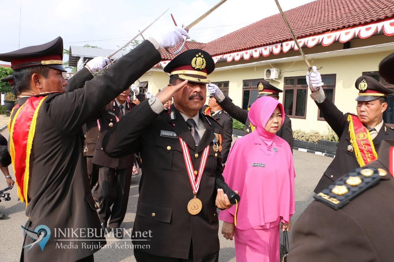 Purna Tugas, 34 Polisi di Kebumen Dilepas dengan Upacara Pedang Pora