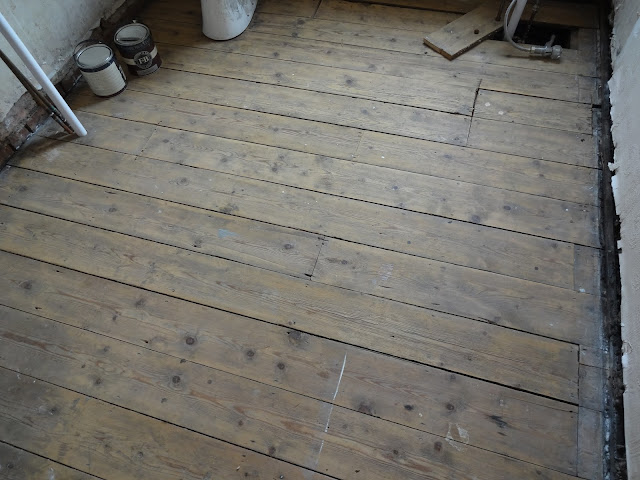 Cleaning Floorboards