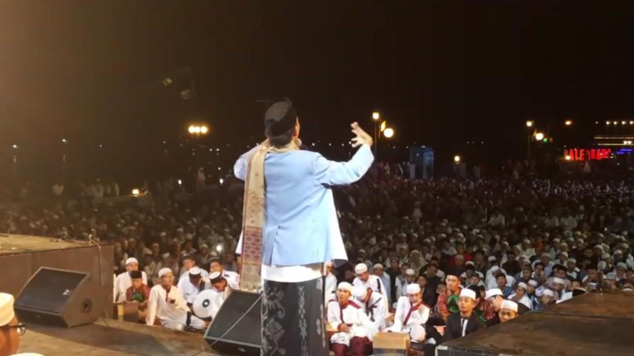 Pemandangan Tabligh Akbar Ustadz Somad di Palembang Bikin Merinding