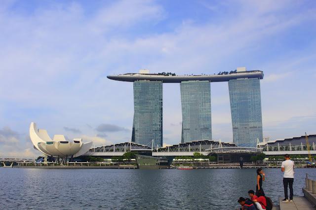 Foto Keindahan Marina Bay Sands Singapore di Siang Hari