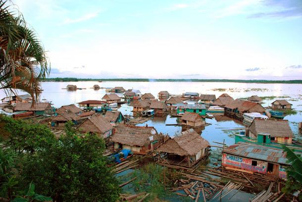 แม่น้ำที่ยาวที่สุดในโลก, แม่น้ำอเมซอน เป็นแม่น้ำในทวีปอเมริกาใต้ มีต้นกำเนิดอยู่ที่ประเทศเปรู และไหลออกมหาสมุทรที่ประเทศบราซิล มีความยาวทั้งสิ้นประมาณ 6,400 กิโลเมตร เป็นแม่น้ำสายที่ยาวที่สุดเป็นอันดับสองของโลกรองจากแม่น้ำไนล์ และยังเป็นแม่น้ำที่มีปากแม่น้ำกว้างที่สุดในโลก