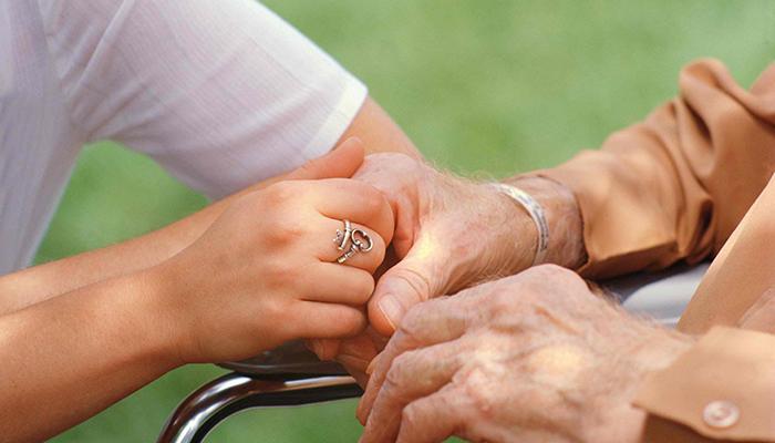 Η Περιφέρεια Θεσσαλίας στηρίζει ηλικιωμένους με Αλτζχάιμερ στο Βόλο