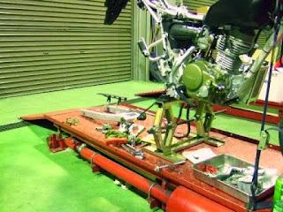 XR100モタードのGクラフト トリプルスクエアスイングアーム 2