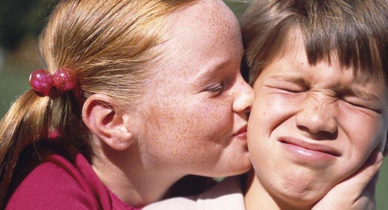 ¿Qué causa las mejillas rojas enrojecidas?