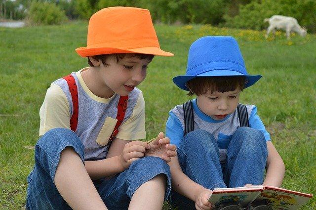 تدريب الطفل علي الكتب
