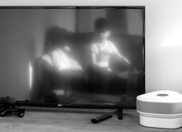 Tel un fantôme surgissant de l'écran