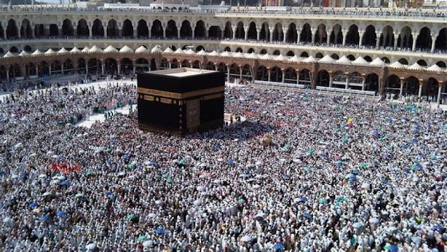 حجاج بيت الله يتوجهون للمسجد الحرام لأداء طواف الإفاضة