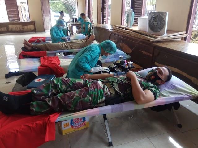 Peduli Kemanusiaan, Danramil Libatkan Anggota Dalam Kegiatan Donor Darah