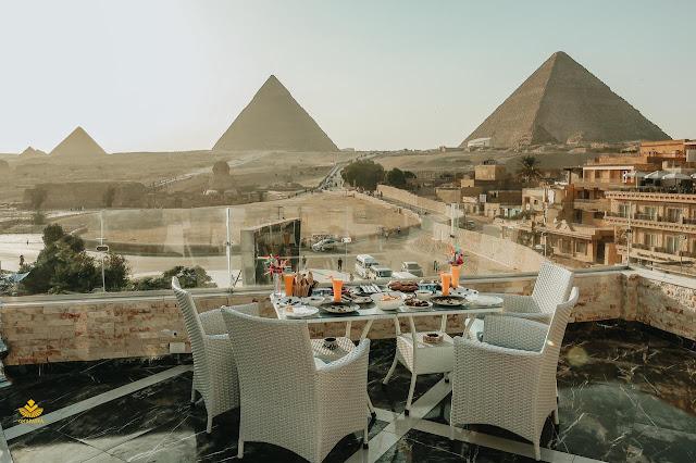 Hotel con vistas a las pirámides y la efinge