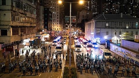 A kínai kormány tanácsadói szerint egyelőre nem indokolt a beavatkozás Hongkongban