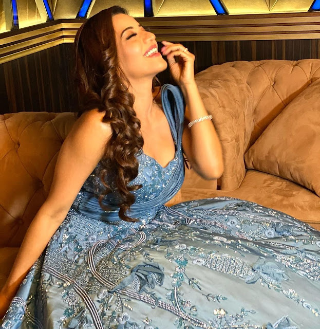 Monalisa's glamorous looks in blue gown, pictures are going viral Funny Jokes