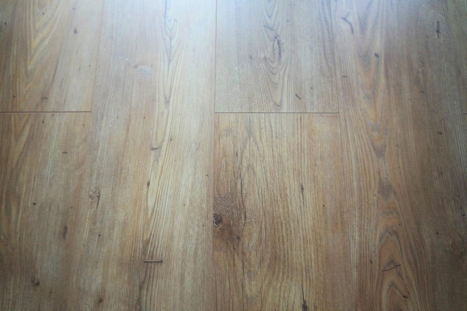 jak zamontować panele, panele podłogowe na ogrzewanie podłogowe
