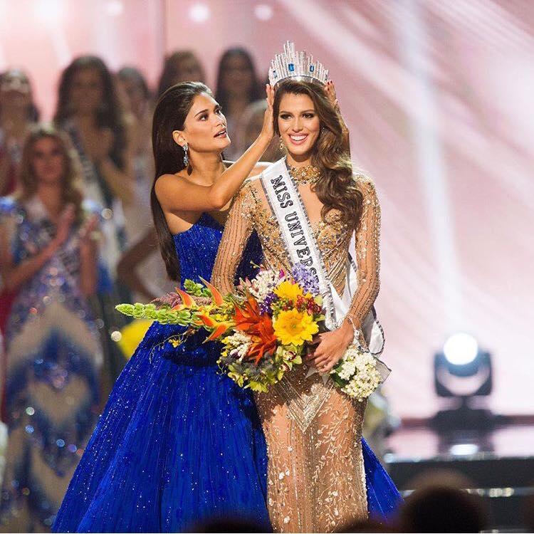 Miss Universe 2015 Pia Wurtzbach crowns her successor.