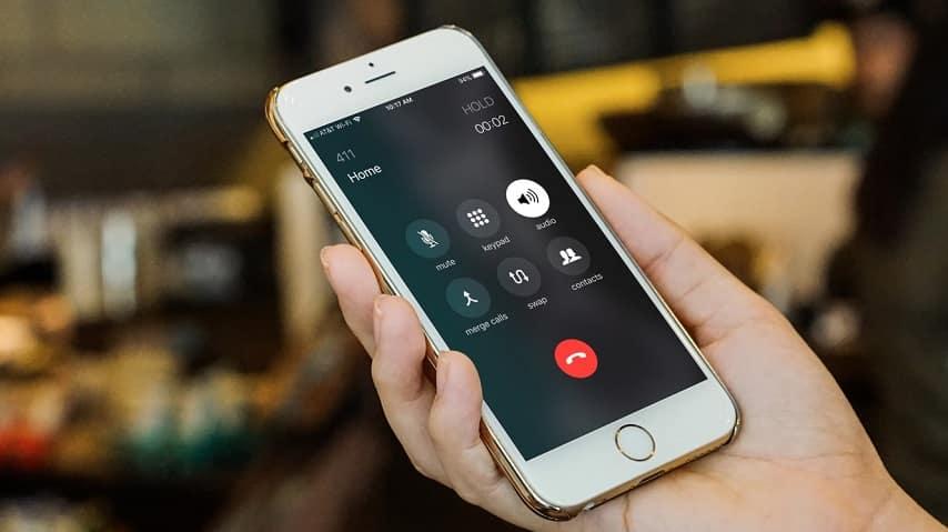 طريقة إجراء المكالمات الصوتية الجماعية في آيفون