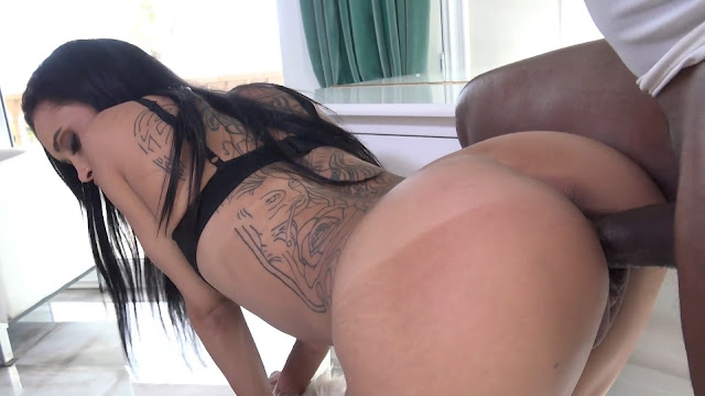 Britney Spears and Sara Jay – Sara Gets a Punishment Bachelor Style