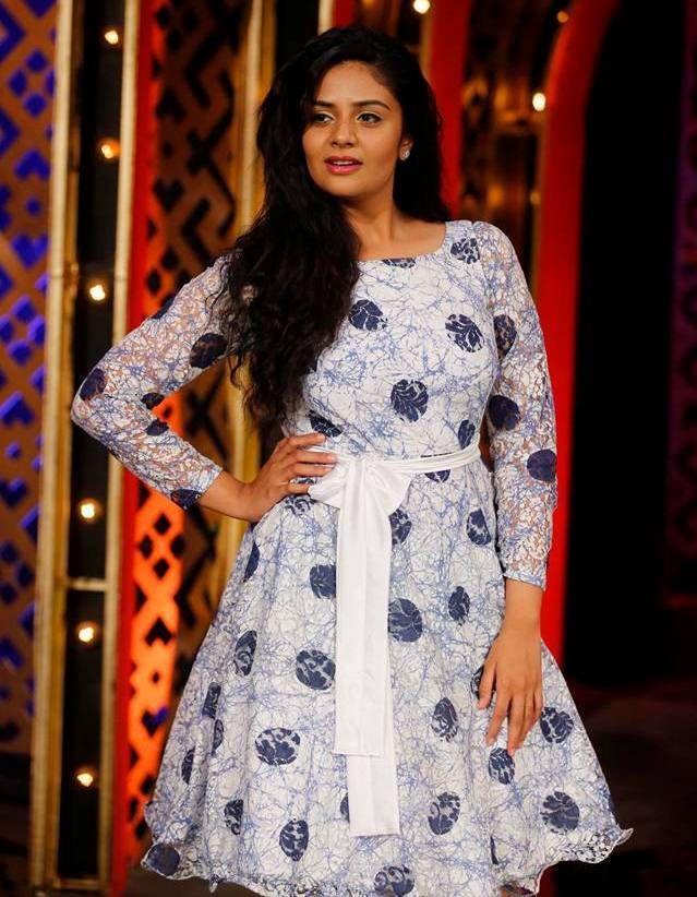 TV Anchor Hot Legs Photos In White Mini Skirt Sreemukhi
