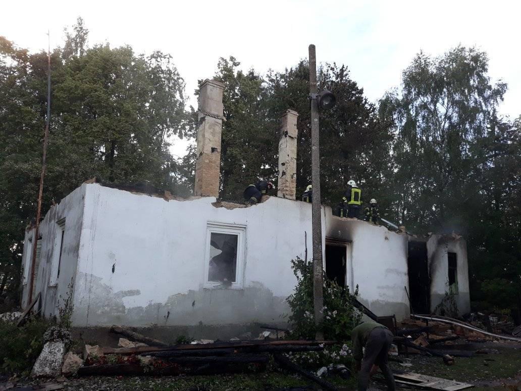 Zibens spēriens nodedzina māju Turlavas pagastā