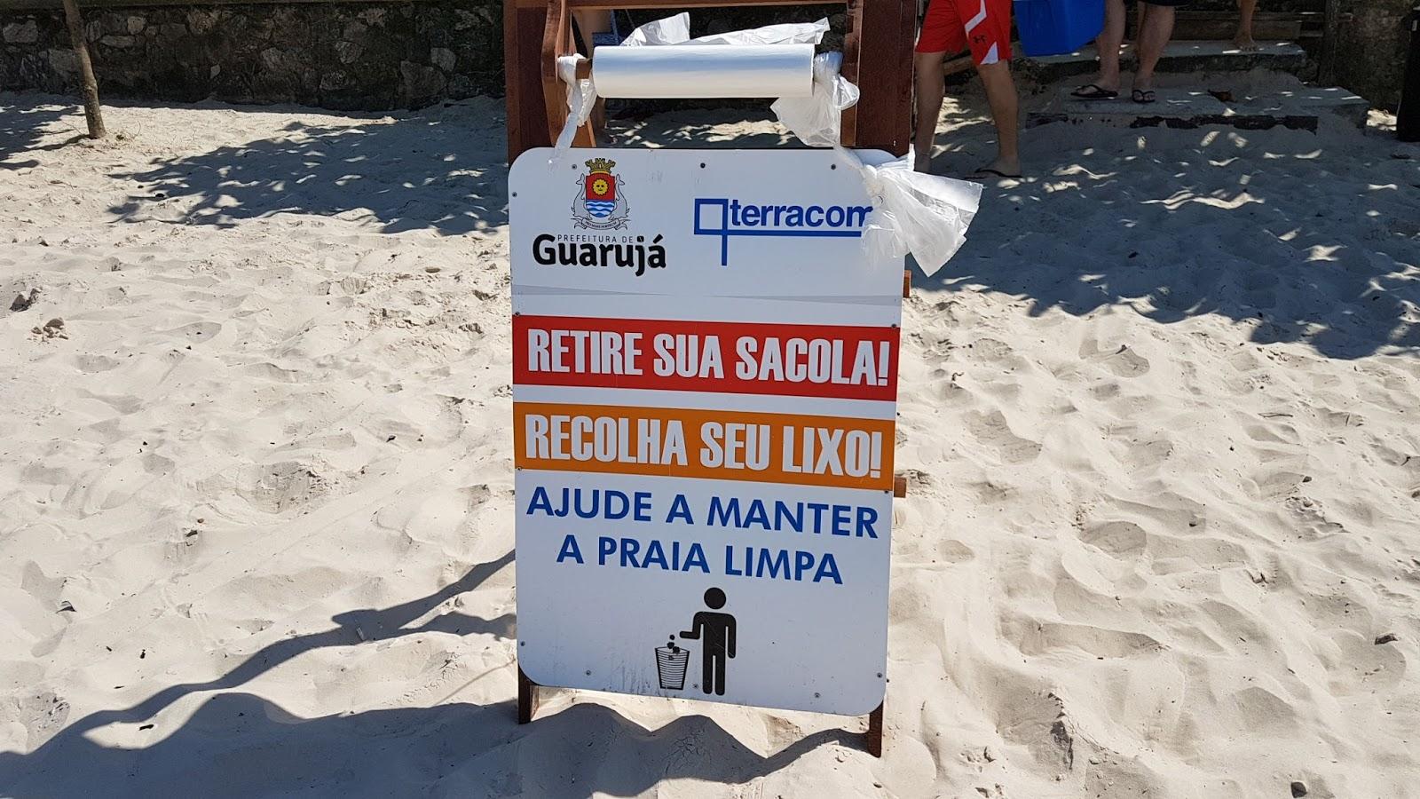 Descarte de lixo praia Enseada