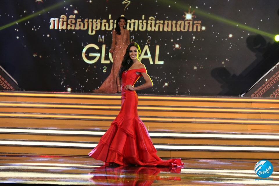 Barbara Vitorelli se apresenta no palco do Miss Global 2017. Foto: Popular Magazine/Renato Cipriano - Divulgação