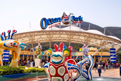 Taman Hiburan dengan 80 Wahana Permainan Kemeriahan di Ocean Park Hong Kong