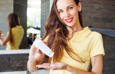 Garder un shampooing sec dans votre sac