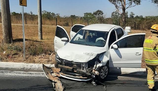 Os Policiais militares prendem ladrão de carro que causou acidente no Recanto das Emas