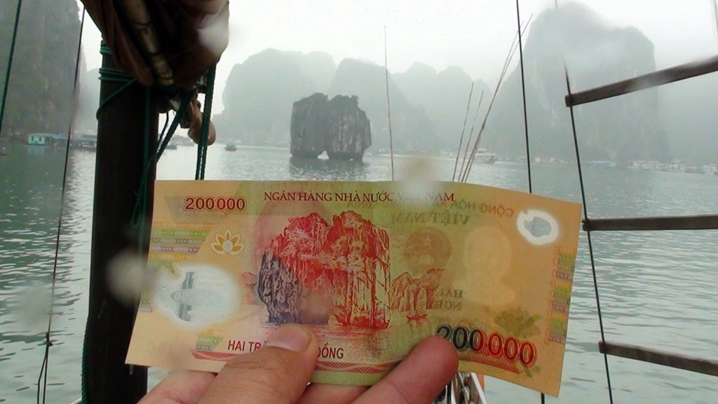 Halong Bay - Gambar Diabadikan Pada Not 200,000 Dong!