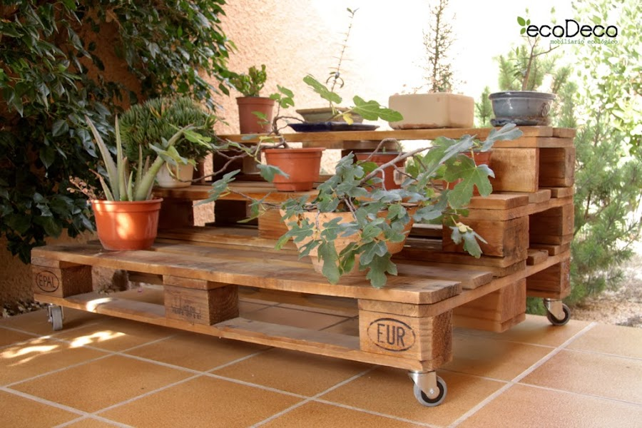 reciclar y reutilizar palets para decorar el jardin