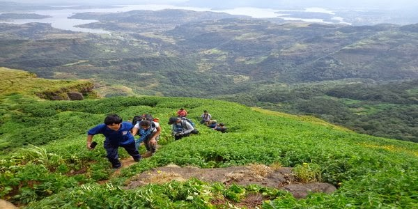 Ratangad Trek: Magnificent Bhandardara dam at the background