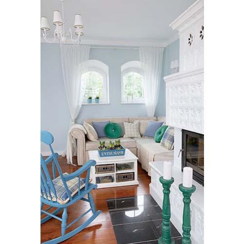 Vista salotto arredato con tre diversi stili: inglese, scandinavo e americano