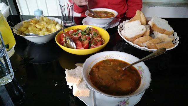 ужин в гестхаузе в Грузии
