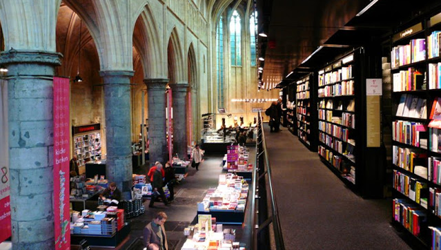 Holanda convierte sus iglesias en bibliotecas