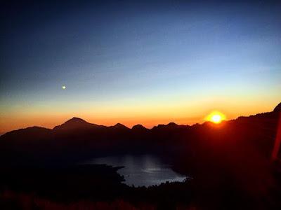 sunrise segara anak gunung rinjani
