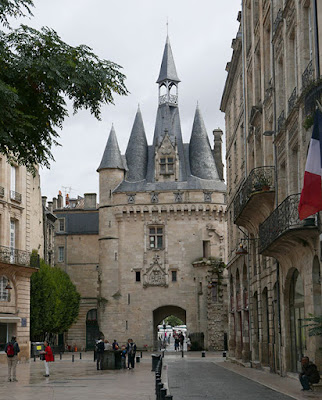 Medieval gate, the Porte Cailhau, Bordeaux