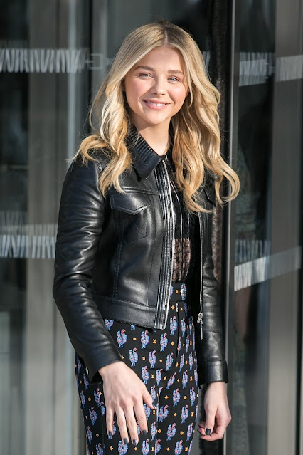 American Actress Chloe Grace Moretz Sexy Pictures Collection Navel Queens