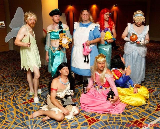 Hombres disfrazados de Princesas Disney