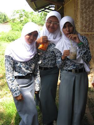 XI IPA 5 SMAN 1 KLARI 2012 Pakai Baju Batik | Jajan di kantin | Maen PS di Kelas