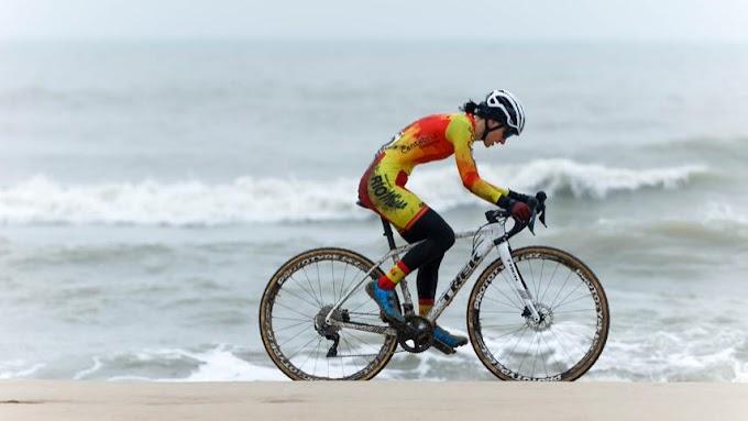 Aida Nuño finalizó la 20ª en el Mundial de Ciclocross tras una gran remontada