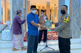 Kapolres dan Wakil Bupati Sinjai Hadiri Peresmian Masjid Darul Ikhsan dan Berikan Bantuan Al-Qur'an
