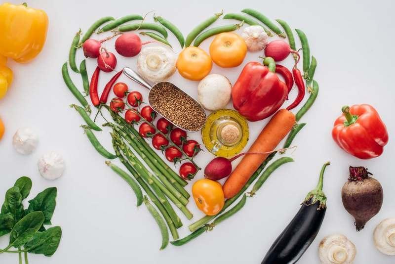 """Uma dieta equilibrada e diversificada pode fazer muito bem para a saúde do coração: essa é uma afirmação irrefutável. Mas, afinal, o que é uma dieta saudável para o coração? """"Quando me tornei cardiologista, a resposta a essa pergunta parecia simples."""