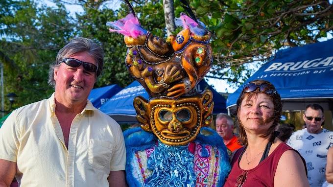 Puerto Plata: turistas disfrutan del carnaval, encantados con el sol, la gastronomía y energía de la música dominicana