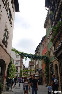 Fiori e colori nelle vie del centro di Strasburgo
