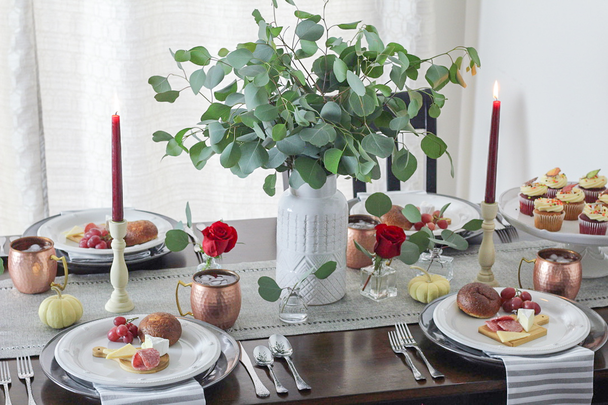 Simple & Elegant Thanksgiving Tablescape