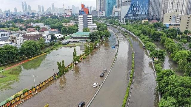 Musibah banjir di Jakarta membuat Komite Olimpiade Indonesia ketar-ketir.