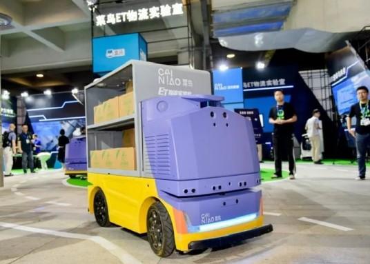 Robot kurir  G Plus dari Alibaba